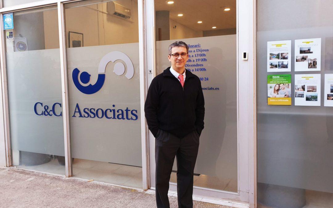 Álex Coll. Graduado Social y gestoría en Mataró.